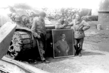 L-R Bey-Rozet, Dornois and Adj Parmentier with trophy painting from the Berghof