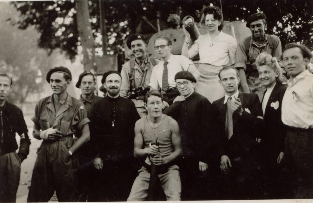 Louis Michard réunit avec ses amis de la Mission Étrangère (130kb)