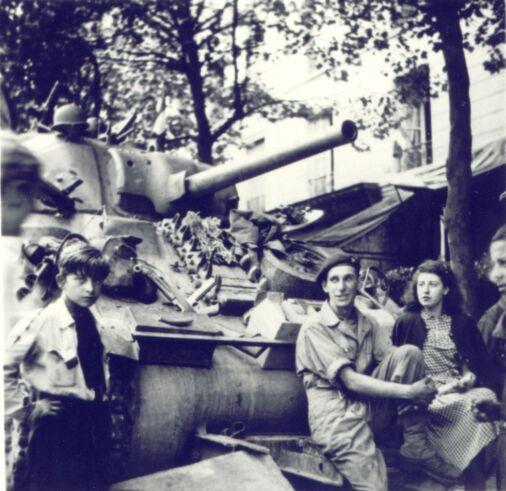 25 Août 1944, Gaston et Odette se rencontre, Place de la Sorbonne